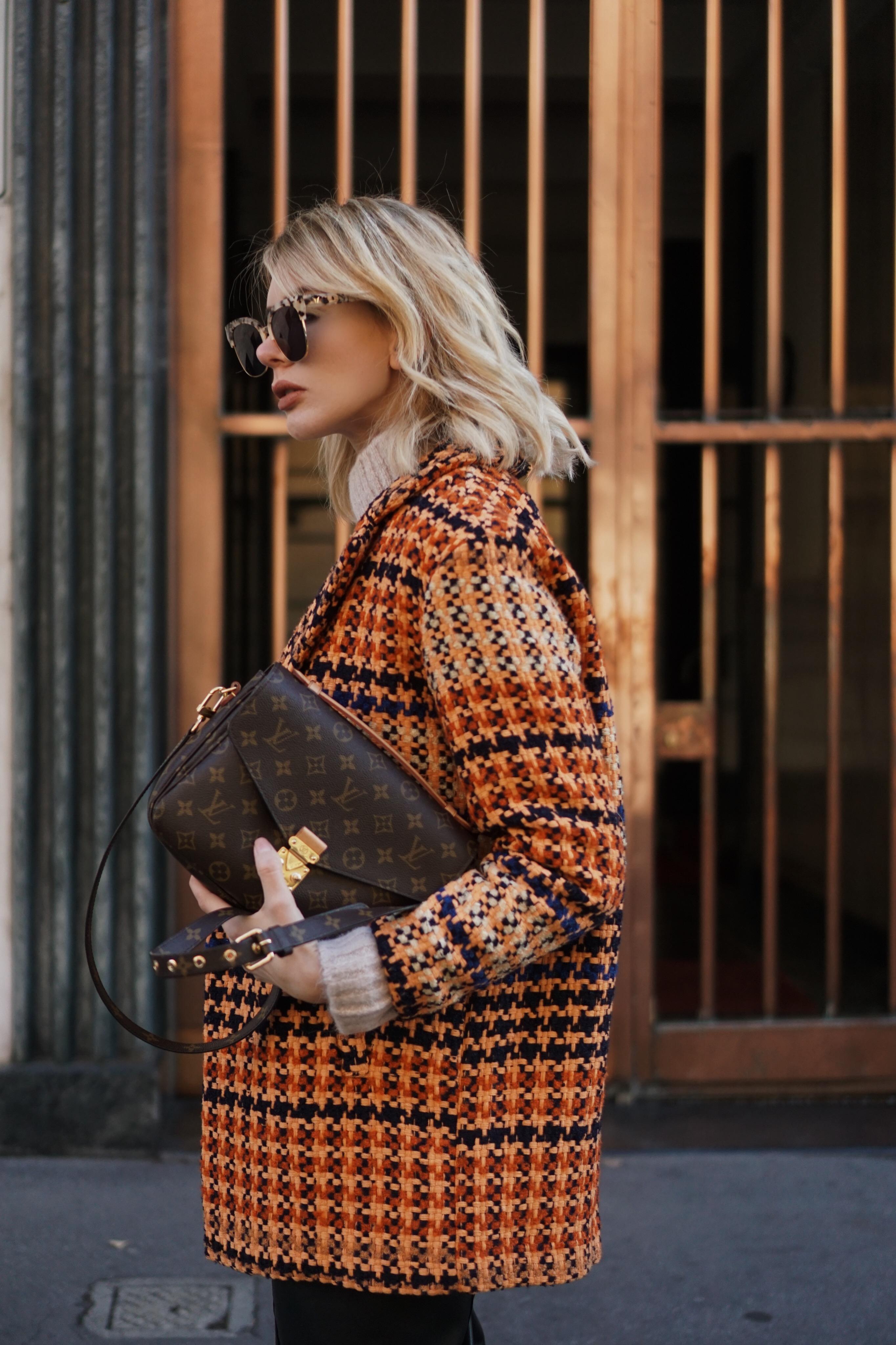 Streetstyle – Tweedmantel, Leder Culottes und Pochette Metis