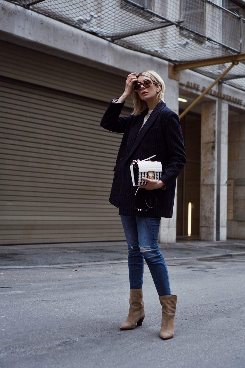 Casual Look: Skinny Jeans und Nadelstreifen Blazer