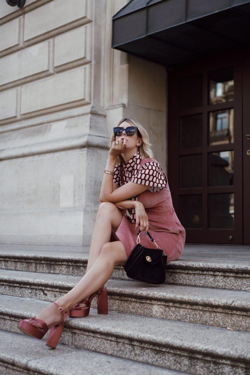 Tiefstpreis so billig großer Rabatt Seventies Twist: Corduroy Dress, Bauhaus Print and ...